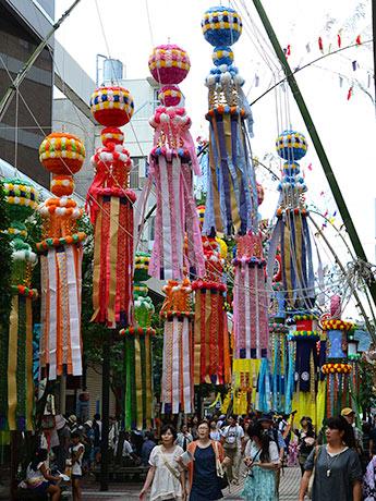 約3000本の竹飾りが街を彩る「仙台七夕まつり」が開幕した