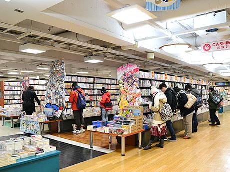 移転リニューアルした「喜久屋書店」仙台店。コミックの豊富な品ぞろえは変わらず