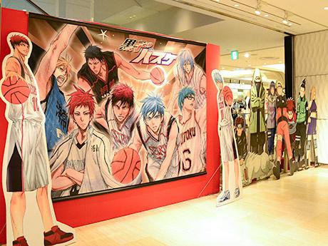 仙台パルコ4階エスカレーター脇に設置された「黒子のバスケ」キャラクターパネル