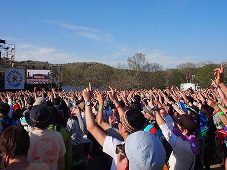 2日間とも好天に恵まれ、過去最多の動員数を記録した「ARABAKI ROCK FEST.15」