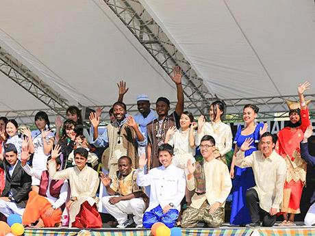 昨年の「東北大学国際祭り」。他大学の学生や市民も参加して盛り上がりを見せる
