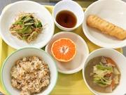 仙台市役所の食堂で「学校給食フェア」 地場野菜使うメニュー提供、関連展示も