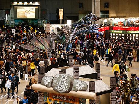 1万3500人を動員した東京会場の様子