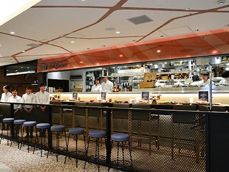エスパル仙台東館にオープンした「ザ・スチーム シーフードポット&オイスター」店内