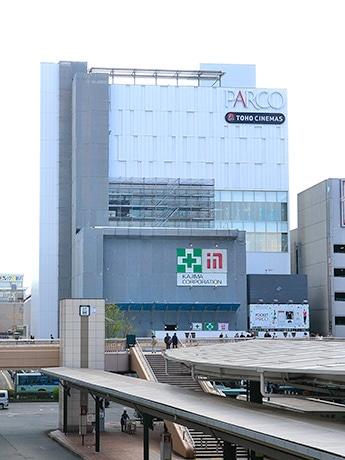 仙台駅前の新たなランドマークとしての存在感を放つ、建設中の「仙台パルコ2」外観