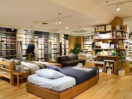 リニューアルした「無印良品」仙台ロフト店。各売り場に関連書籍をまとめた「MUJI BOOKS」コーナーを設ける