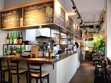 マーブルロードおおまち商店街の菊地ビル2階にオープンした「田沢湖ビール-SENDAI-」店内