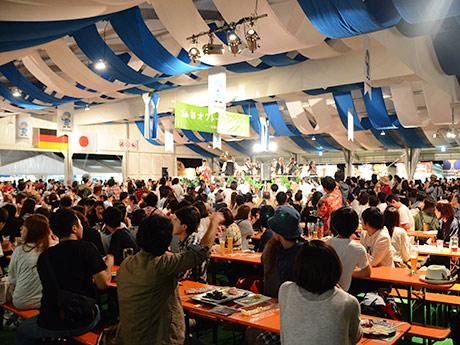 延べ10万人が訪れた昨年の「仙台オクトーバーフェスト」初日の様子