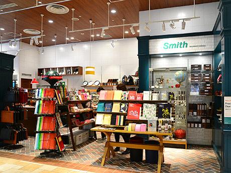 路面店のような雰囲気を意識したという店内。床や壁にタイルをあしらう
