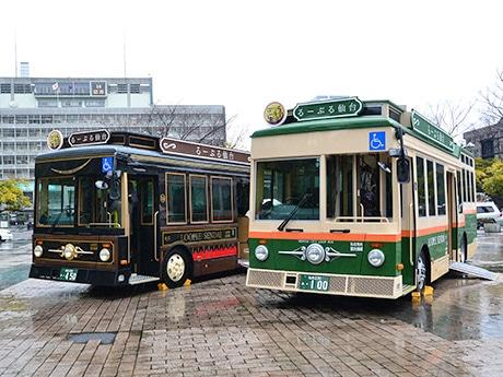 3月14日に勾当台公園でお披露目された「るーぷる仙台」の新車両「伊達政宗公450年記念号」(左)と「市電カラー」