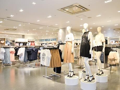 移転オープンした「H&Mザ・モール仙台長町」店内