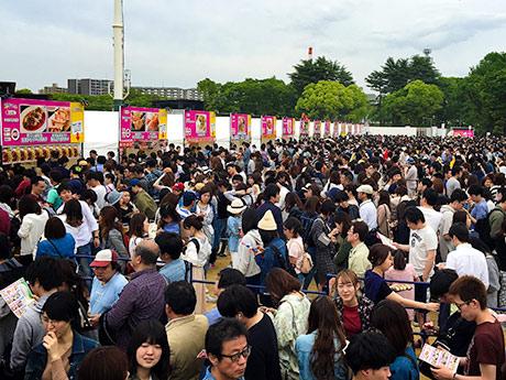 今年5月に開かれた大阪会場の様子。来場者であふれるほどのにぎわいとなった