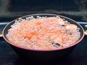 仙台うみの杜水族館に「はらこめし水槽」 シロザケの受精卵を丼に、ふ化後も展示