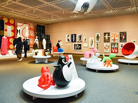 """4章「フィンランド・デザインの""""異才たち""""」。ムーミンで知られるトーベ・ヤンソンなど4人の作品を展示する"""