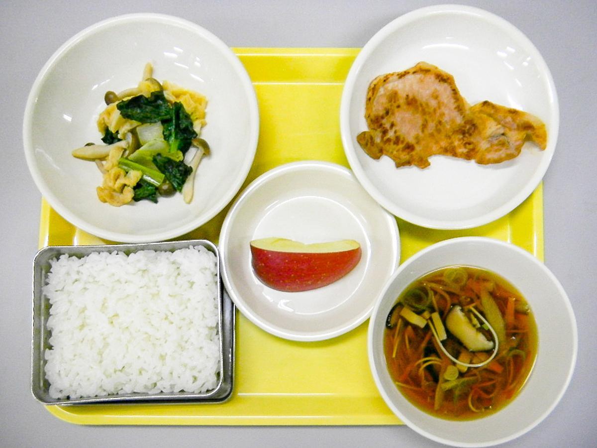 1月26日に提供する燕沢小の献立は宮城の郷土料理。豚肉の仙台みそ焼き(右上)や温麺汁(右下)など