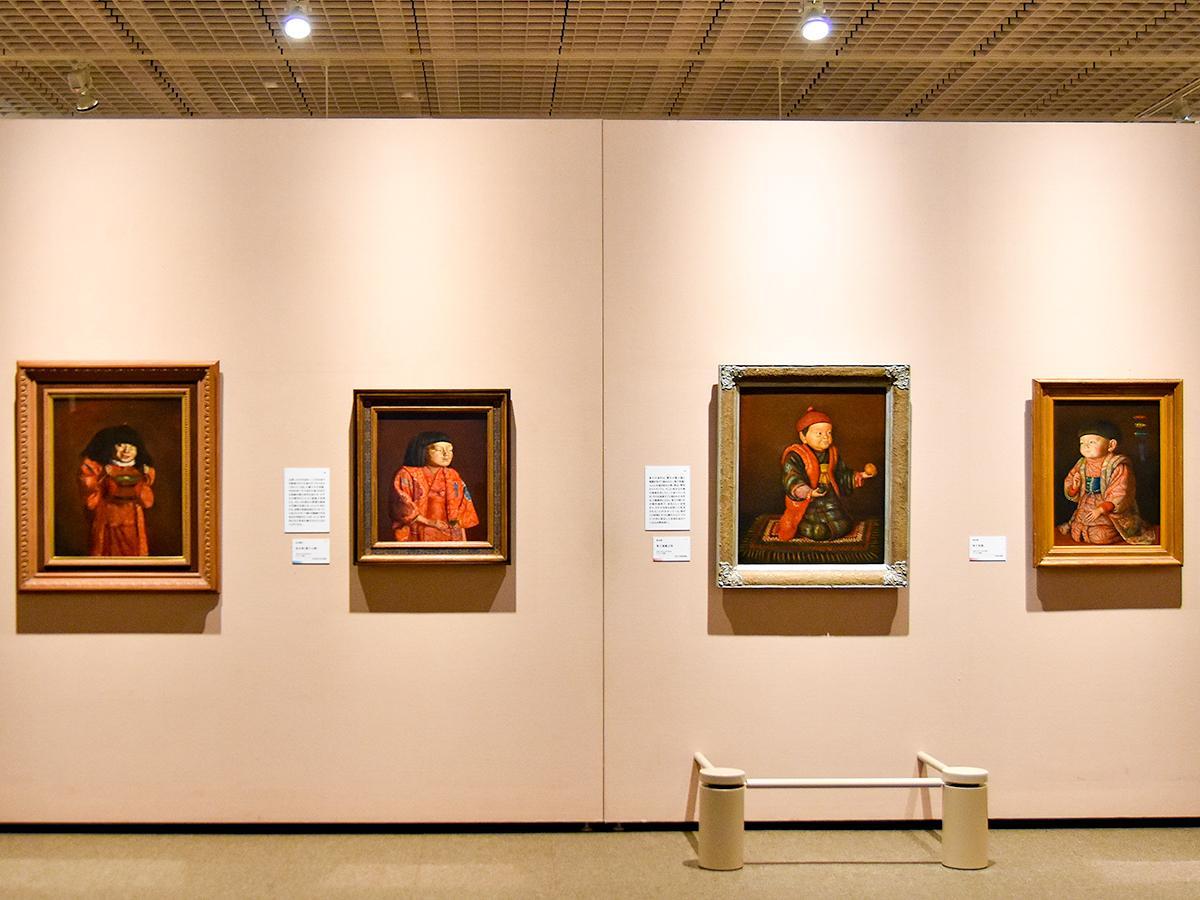 左から2番目が「童女図(麗子立像)」。岸田は「これは余の肖像画の中でも最もすぐれたものであらう」と日記に記した