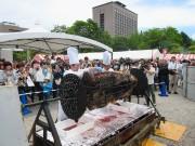 勾当台公園市民広場で恒例「食肉まつり」 県産黒毛和牛丸焼きの無料試食も