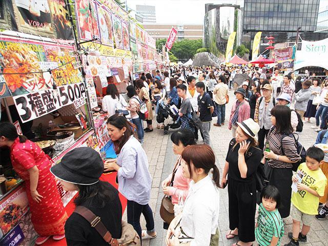 タイ料理のブースに長い行列ができた昨年の「タイフェスティバル」