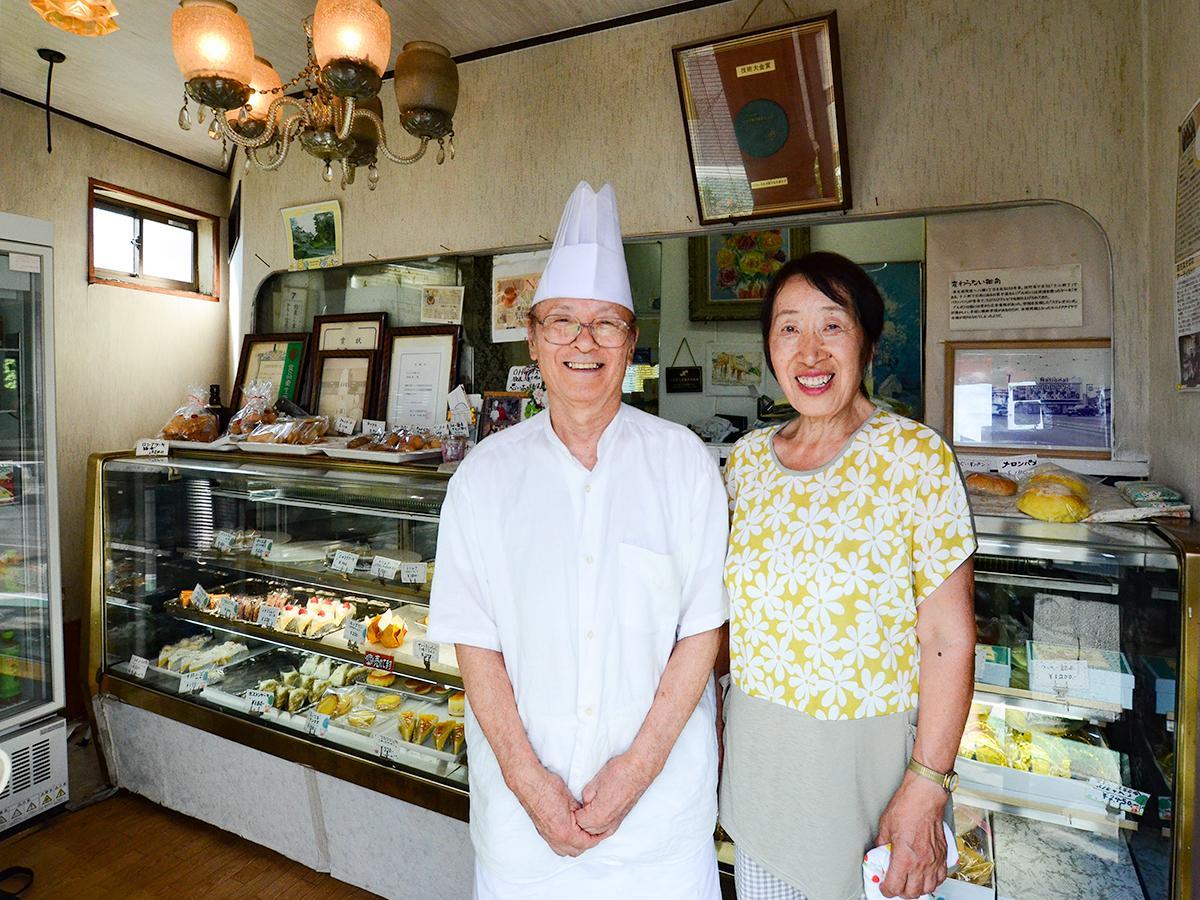 45年にわたり「ブルボン」を営んできた店主の小野塚賢二さんと妻の幸江さん