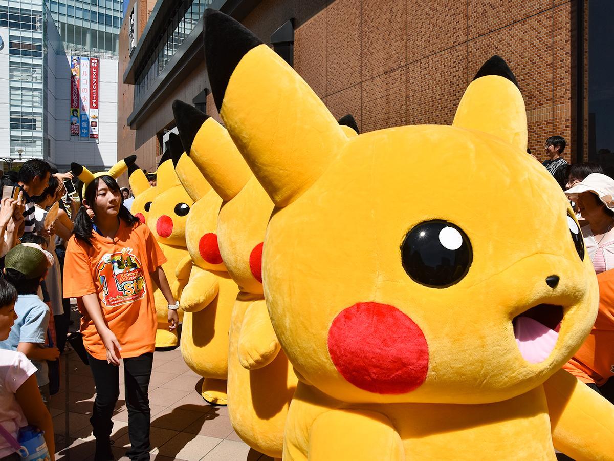 突然ピカチュウが5匹出現し騒然とする仙台駅前