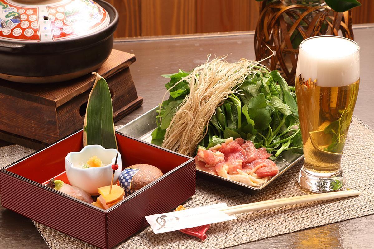 せり鍋と純米酒の店 月の暦「名物せり鍋」(2,000円)