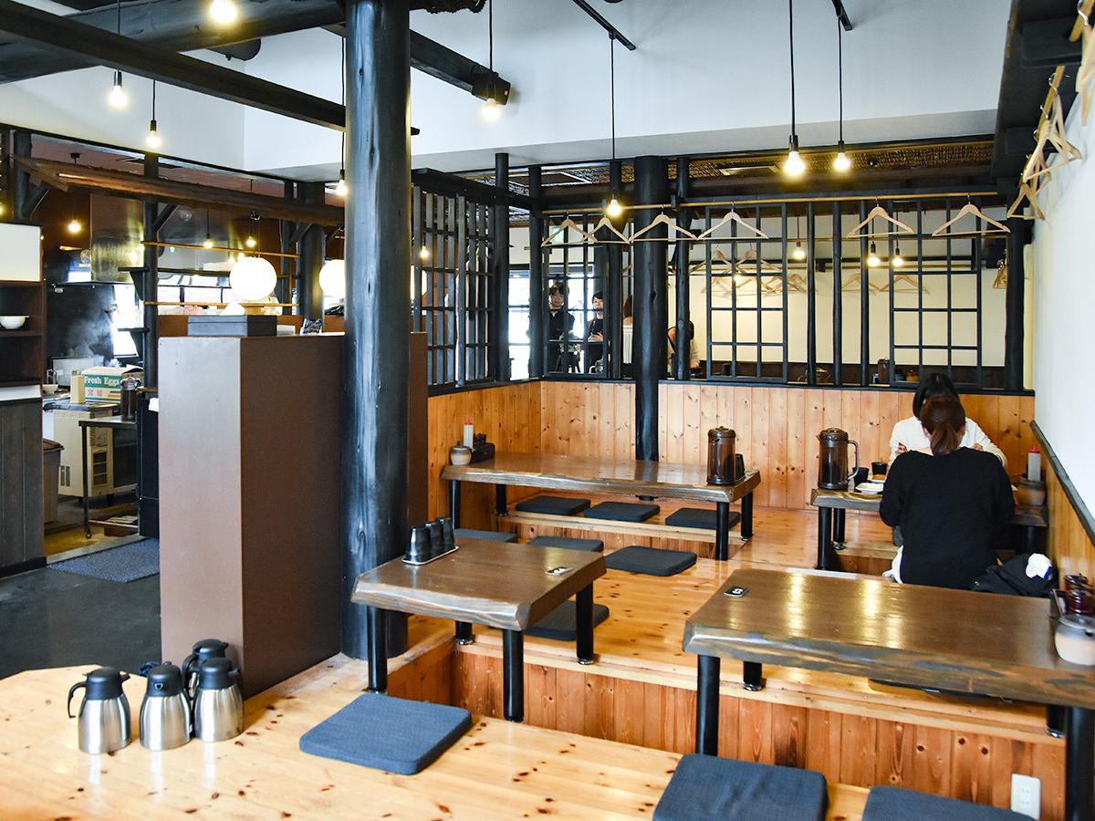 令和元年初日にオープンした「蕎麦令和」店内