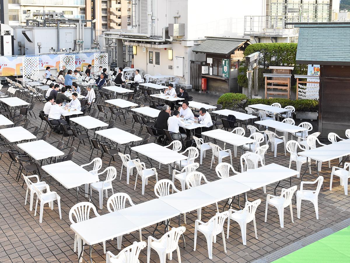 屋上に270席を用意する藤崎のビアガーデン
