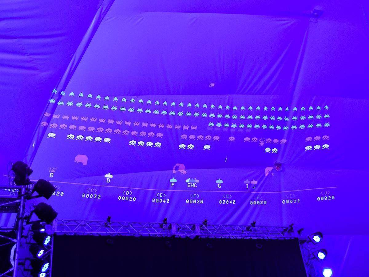 ドーム内に投影される映像で10人同時プレーできる「スペースインベーダー ギガマックス」 ©TAITO CORPORATION 1978,2019 ALL RIGHTS RESERVED. ©SQUARE ENIX CO., LTD. All Rights Reserved. ©Rakuten Eagles.