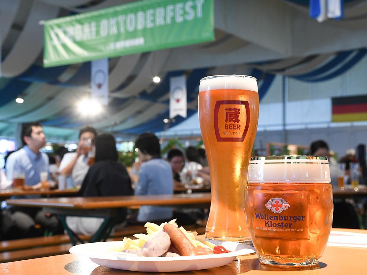 右からヴェルテンブルガー「オクトーバーフェストビア」、いわて蔵ビール「ジャパニーズハーブエール山椒」、ミュンヘンクラシック「ジャーマンブルストヒェン6本盛り」