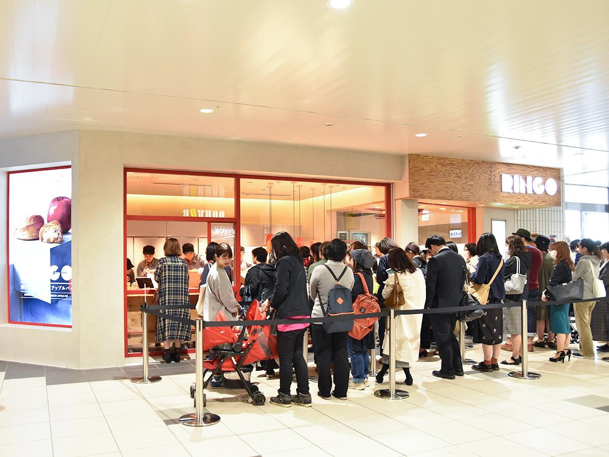オープン初日には開店前から40人以上が並んだ