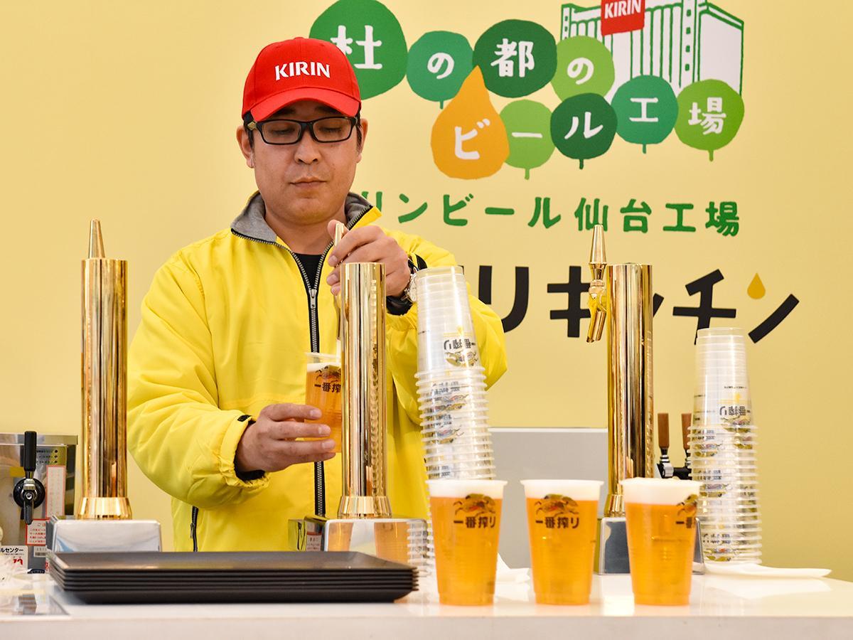 サーバーから注がれる「キリン一番搾り樽生ビール」