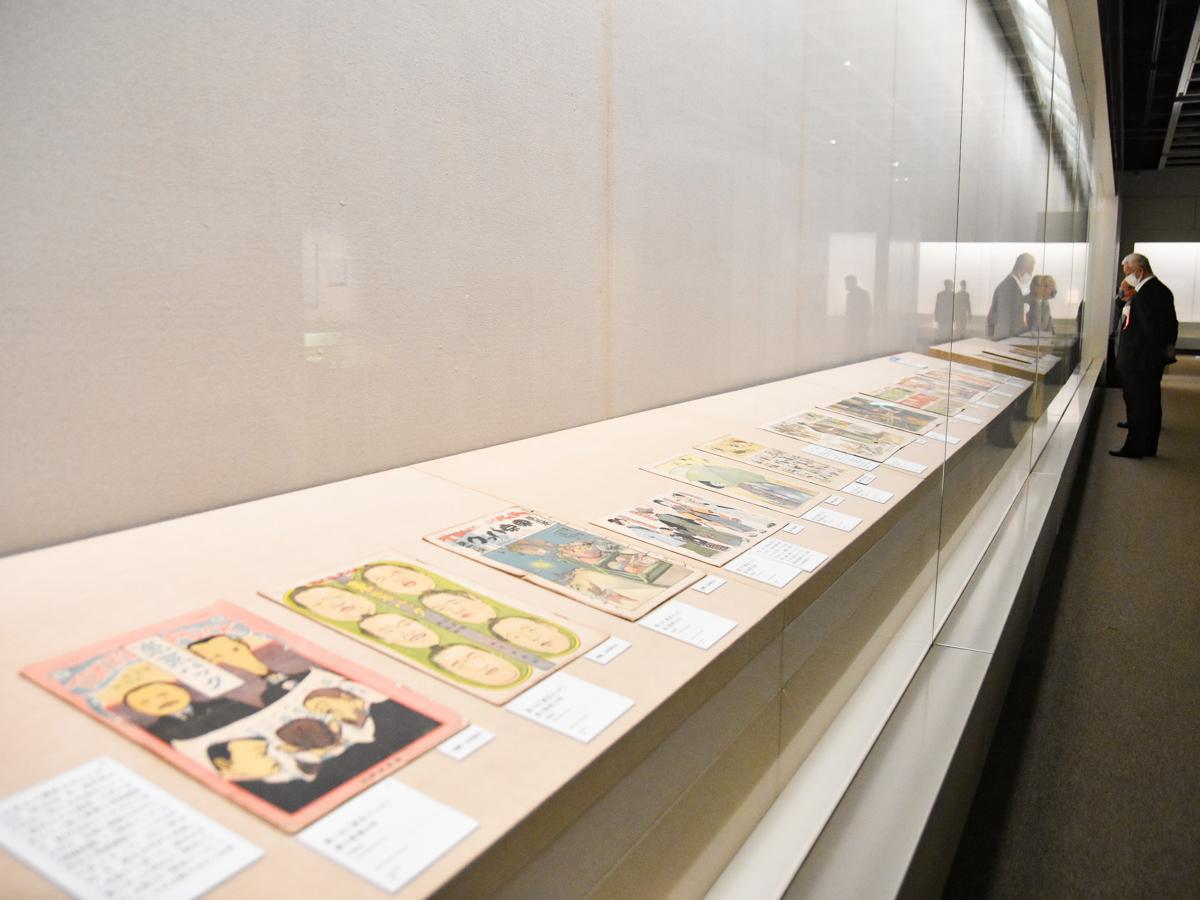 西欧からの影響と雑誌ブーム、ポンチ本ブームから漫画本への流れを紹介する第2章の展示