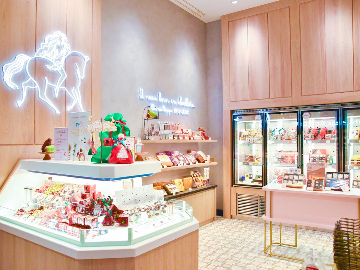 ピンクや木目を使い「まるでマイルームにいるかのような柔らかな雰囲気」に仕上げた店内