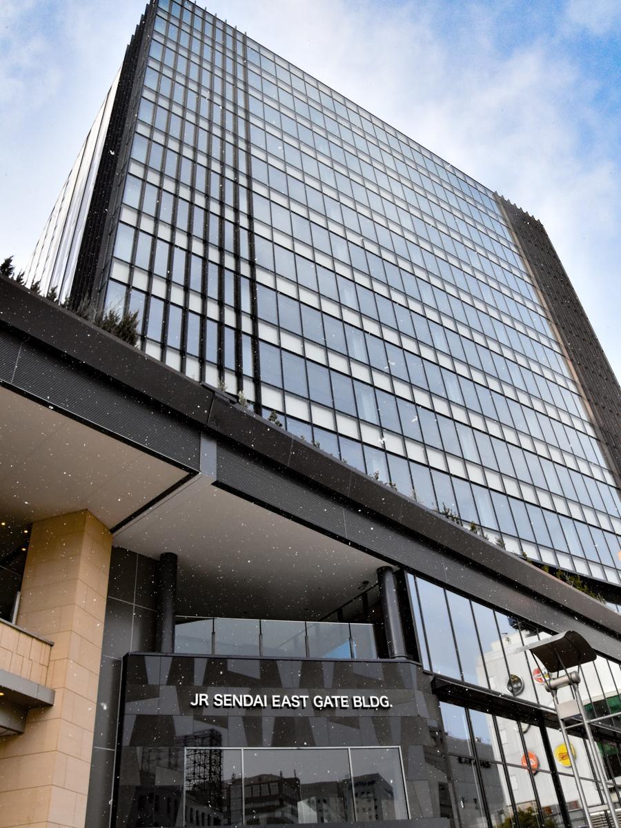 2月5日に開業する「JR仙台イーストゲートビル」。1月4日現在の外観