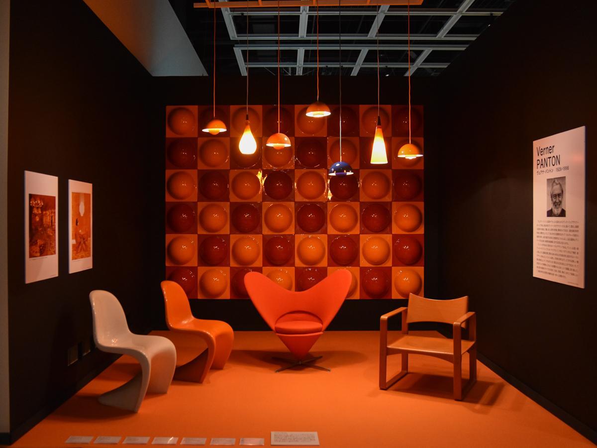 ヴェアナ・パントンの椅子「ハートコーンチェア」や「パントンチェア」、ペンダントランプ「フラワーポット」の展示コーナー