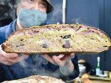 ジャムの瓶が丸ごと入ったパン完成 仙台朝市のパン店とジャム作家がコラボで開発