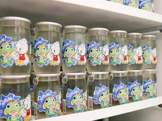 女川町「シーパルちゃん」と漫画「ケロロ軍曹」のカップ酒 震災後から交流続く