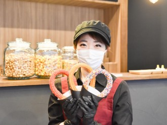 仙台・一番町にスイーツ店「クロボシ」 長さ40センチのチュロスを看板に