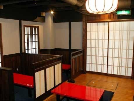 大島さんがイメージした古民家風の造りの店内