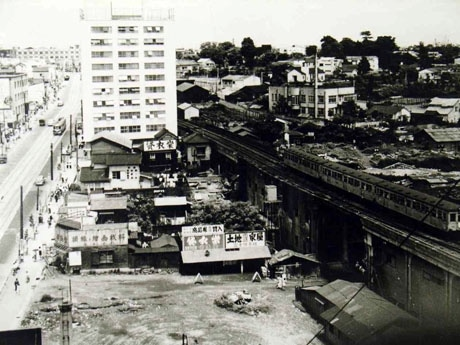 昭和28年に撮影された「宮益坂」周辺の様子