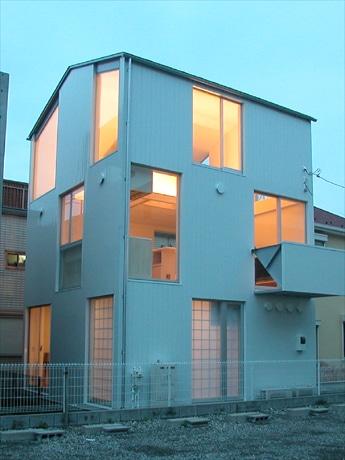 渋谷・電力館で「9坪ハウス」の新作展(写真=阿部仁史さん設計「9坪ハウスTall」)
