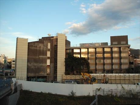 旧コクド本社ビル、建て壊し後の建築計画が明らかに(写真=取り壊しが進む跡地)