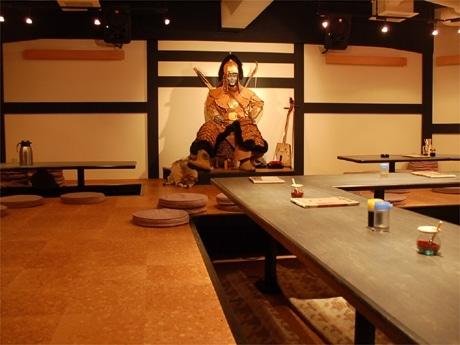 渋谷にモンゴル料理「ザ・モンゴル・レストラン」がオープン。3,000円の食べ放題制もウリ(写真=店内)