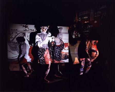 青山で写真家、細江英公さんの個展(写真=2003年「春本・浮世絵うつし」シリーズより)