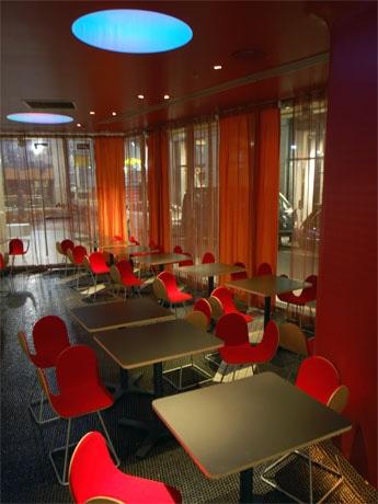 渋谷パルコのカフェ「モフ」が全面リニューアル。改装後タパスバーへと業態転換(写真=店内)