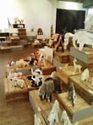 豪華クリエーターが400体の動物陶器アートを「リサイクル」