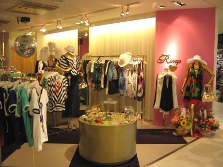 「ラヴァップ」店舗の様子。オフスタイルでも「おしゃれ」心を忘れないセレブカジュアル系の服がそろう