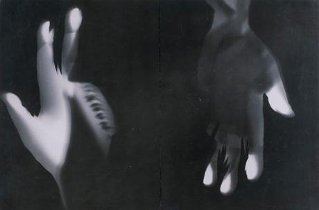 「手」(1926年、モホイ=ナジ)