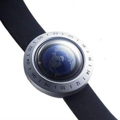 地球時計の新バージョン「wn-2」(ブルー、価格は付属のセット品も含め54,600円)