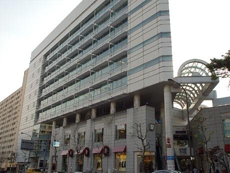 日本初の「HSBCフィナンシャルセンター」がオープンする広尾プラザ